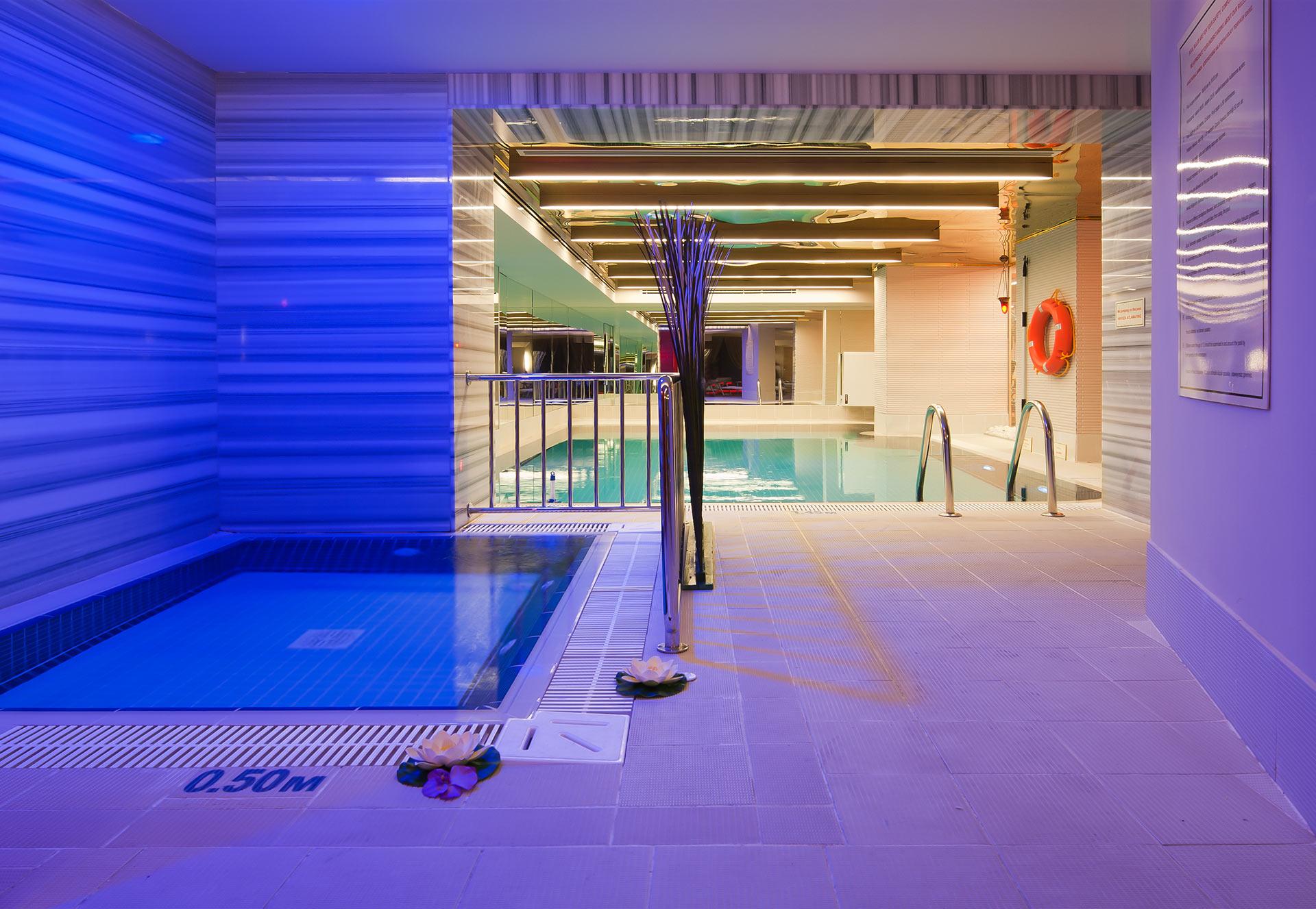 Istanbul_Hotel_Indoor_Swimming_Pool