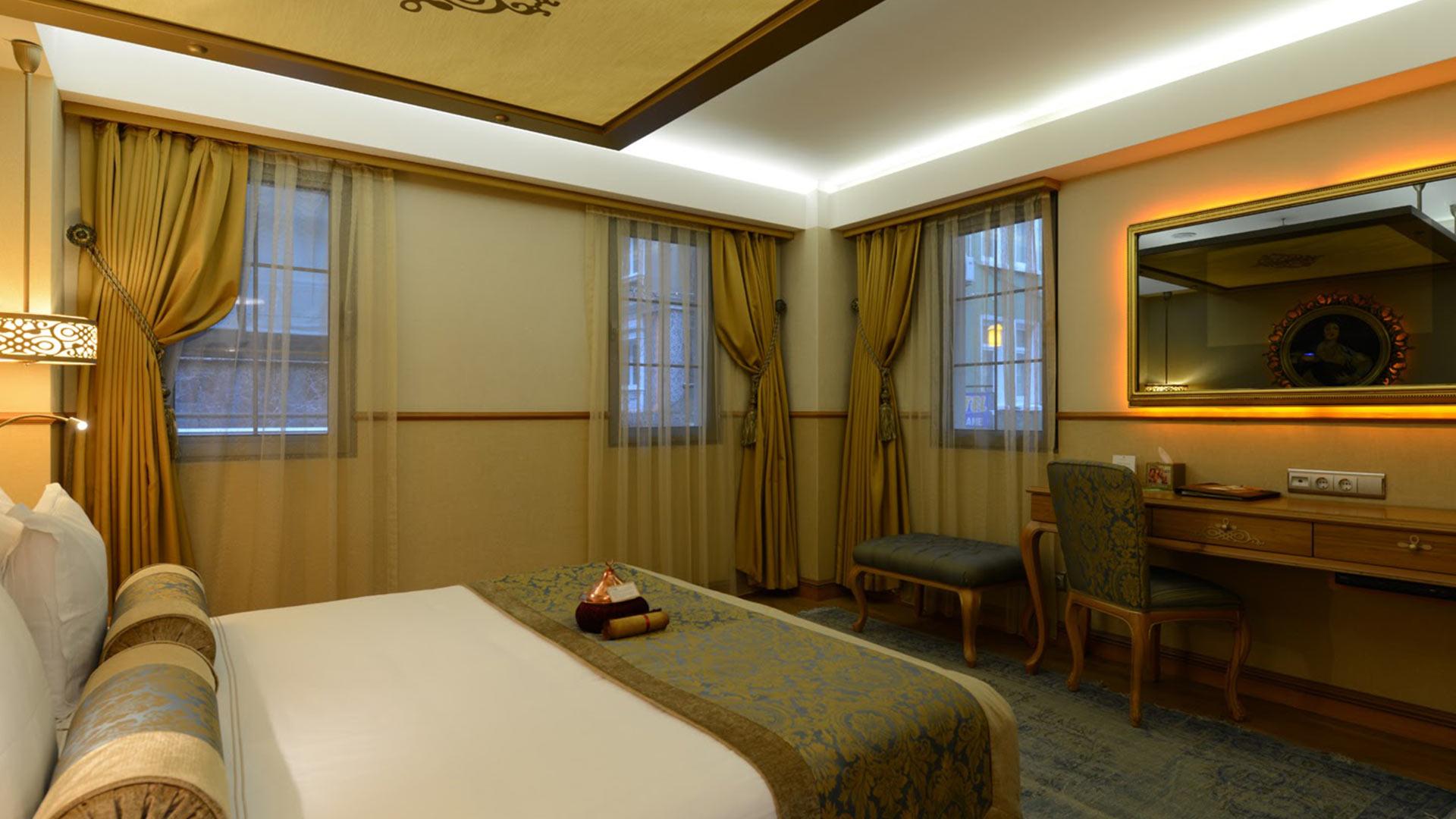 Istanbul_Hotel_Sultania_Deluxe_Room_Queen_Bed